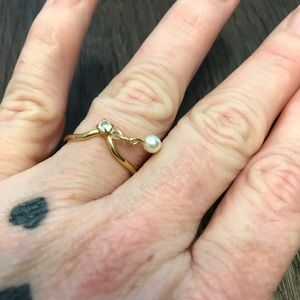 VINTAGE DAINTY RING W HANGING PEARL